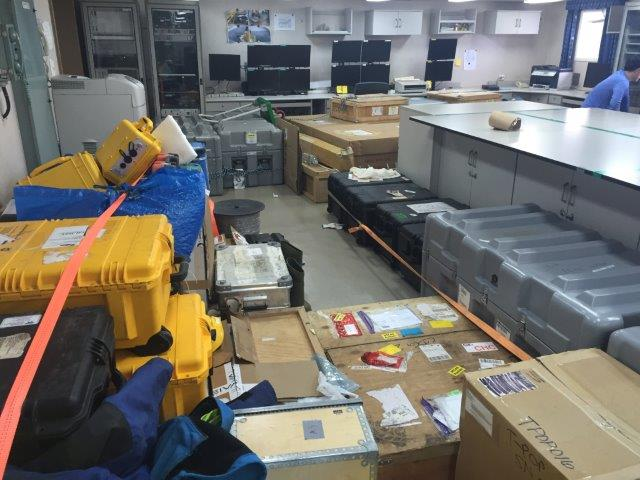 Skipets laboratorium har mye utstyr. (Foto: Povl Abrahamsen)